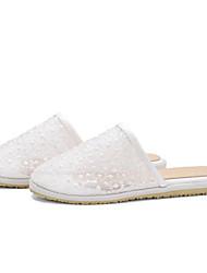 baratos -Mulheres Sapatos Renda Verão Chanel Chinelos e flip-flops Sem Salto Ponta Redonda Rendado Branco / Azul / Rosa claro