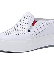 baratos -Mulheres Sapatos Confortáveis Pele Napa Primavera Tênis Sem Salto Ponta Redonda Branco / Preto / Prateado