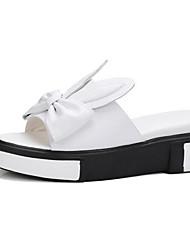 baratos -Mulheres Sapatos Pele Napa Verão Conforto Sandálias Sem Salto Branco / Preto