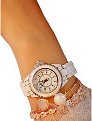 Недорогие -Жен. Наручные часы Кварцевый Керамика Черный / Белый Секундомер Повседневные часы Милый Аналоговый Дамы Кольцеобразный Элегантный стиль - Белый Черный