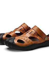 Недорогие -Муж. Комфортная обувь Кожа Лето Сандалии Для плавания Дышащий Коричневый