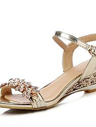 Недорогие -Жен. Комфортная обувь Полиуретан Весна Сандалии На низком каблуке Золотой / Серебряный