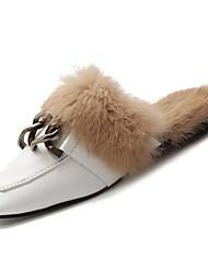 Недорогие -Жен. Комфортная обувь Полиуретан Зима Башмаки и босоножки На плоской подошве Квадратный носок Белый / Черный
