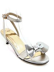Недорогие -Жен. Комфортная обувь Микроволокно Лето Сандалии На низком каблуке Золотой / Серебряный / Розовый