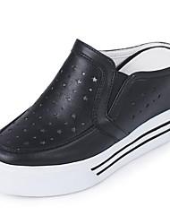 Недорогие -Жен. Комфортная обувь Наппа Leather Осень Башмаки и босоножки На плоской подошве Белый / Черный