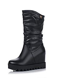 Недорогие -Жен. Полиуретан Наступила зима На каждый день Ботинки Туфли на танкетке Круглый носок Ботинки Белый / Черный