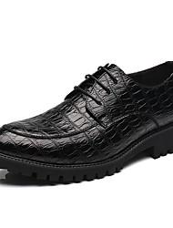 olcso -Férfi Kényelmes cipők PU Tavaszi nyár Brit Félcipők Fekete / Piros / Party és Estélyi