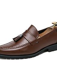 abordables -Hombre Zapatos Confort Cuero Sintético Otoño Zapatos de taco bajo y Slip-On Negro / Marrón