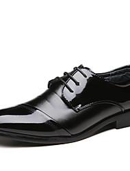baratos -Homens Sapatos formais Pele Napa Primavera / Outono Negócio Oxfords Caminhada Não escorregar Preto / Festas & Noite
