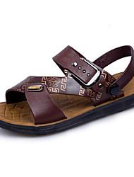 Недорогие -Муж. Комфортная обувь ПВХ Лето Сандалии Темно-русый / Темно-коричневый / на открытом воздухе