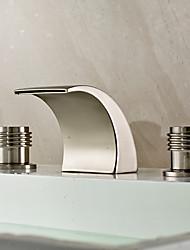 Недорогие -Ванная раковина кран - Водопад / Широко распространенный Матовый никель Разбросанная Две ручки три отверстияBath Taps