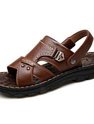 Недорогие -Муж. Комфортная обувь Кожа Лето Сандалии Черный / Темно-русый / Темно-коричневый