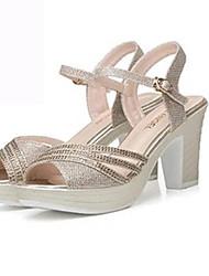 ราคาถูก -สำหรับผู้หญิง PU ฤดูร้อน ไม่เป็นทางการ รองเท้าแตะ ส้นหนา หินประกาย สีทอง / สีม่วง