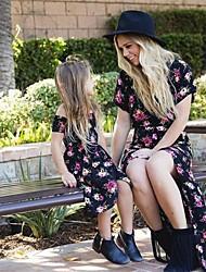 Недорогие -Мама и я Цветочный принт С короткими рукавами Средней длины Платье Черный