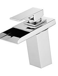 Недорогие -Ванная раковина кран - Водопад / LED Хром По центру Одной ручкой одно отверстиеBath Taps
