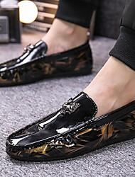 ราคาถูก -สำหรับผู้ชาย สไตล์อินเดียนแดง หนังเทียม ฤดูร้อนฤดูใบไม้ผลิ รองเท้าส้นเตี้ยทำมาจากหนังและรองเท้าสวมแบบไม่มีเชือก สีดำ / สีดำและสีทอง / ขาว