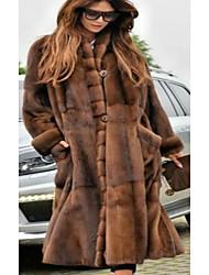Недорогие -Жен. Для вечеринок / Повседневные Классический Наступила зима Длинная Искусственное меховое пальто, Однотонный Воротник-стойка Длинный рукав Искусственный мех Коричневый / Крупногабаритные