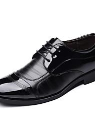 baratos -Homens Sapatos formais Microfibra Primavera / Outono Negócio Oxfords Caminhada Não escorregar Preto / Festas & Noite