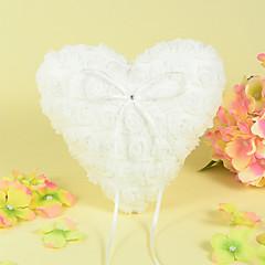 כרית טבעת לב בסאטן עם עיצוב ורד
