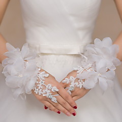 cheap Party Gloves-Lace Wrist Length Glove Bridal Gloves Party/ Evening Gloves With Rhinestone Embroidery Floral
