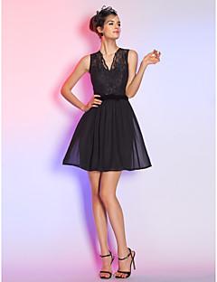 billiga Den lilla svarta-A-linje / Figursydd V-hals Kort / mini Chiffong / Spets Den lilla svarta Cocktailfest Klänning med Rosett(er) av TS Couture®