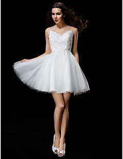 billiga Brudklänningar-A-linje / Balklänning Illusion Halsband Kort / mini Tyll Bröllopsklänningar tillverkade med Bård / Applikationsbroderi / Knapp av LAN
