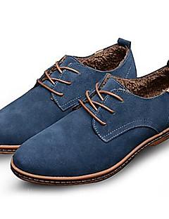 baratos -Homens Sapatos de couro Camurça Primavera / Outono Conforto Oxfords Antiderrapante Preto / Marron / Azul / Festas & Noite / Sapatos de camurça / Sapatas de novidade
