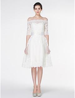 billiga A-linjeformade brudklänningar-A-linje Off shoulder Knälång Spets Bröllopsklänningar tillverkade med Spets av LAN TING BRIDE®