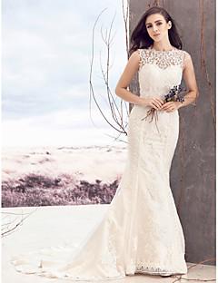 billiga Brudklänningar-Åtsmitande Bateau Neck Hovsläp Spets / Tyll Bröllopsklänningar tillverkade med Applikationsbroderi / Knapp av LAN TING BRIDE®