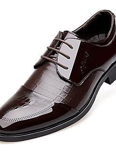ieftine -Bărbați Pantofi Piele Originală Primăvară Vară Toamnă Iarnă Confortabili Pantofi formale Oxfords Dantelă Carouri Pentru Casual Negru Maro