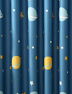 billige Mørkleggingsgardiner-Stanglomme Propp Topp Fane Top Dobbelt Plissert Blyant Plissert To paneler Window Treatment Moderne, Trykk Tegneserie Barnerom Polyester
