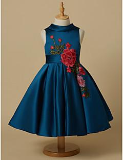tanie Sukienki dla dziewczynek z kwiatami-Księżniczka Do kolan Sukienka dla dziewczynki z kwiatami - Satyna Bez rękawów Zaokrąglony z Haft nakładany / Przewiązka / Wstążka przez LAN TING BRIDE®