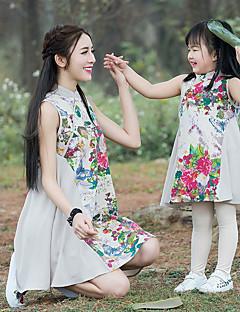 billige Sett med familieklær-Mamma og meg Grunnleggende Blomstret Ermeløs Kjole