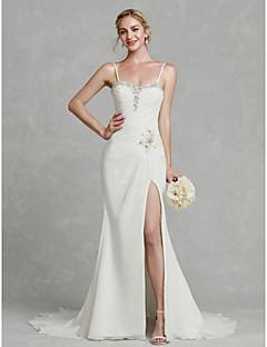 billiga Brudklänningar-Åtsmitande Smala axelband Hovsläp Chiffong Bröllopsklänningar tillverkade med Bård / Delad framsida av LAN TING BRIDE®