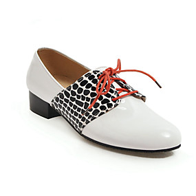 voordelige Dames Oxfords-Dames Oxfords Blokhak Ronde Teen Lakleer minimalisme Lente / Herfst winter Zwart / Wit