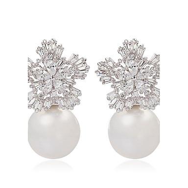 Ladies Trendy Jewelry Cute Snow Flower and Pearl Stud Earrings Elegant Flake Shape CZ Stud Earrings For Women