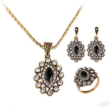 Women's Synthetic Diamond Jewelry Set - Crystal Luxury, Classic, Vintage Include Drop Earrings / Pendant Necklace / Ring Gold For Christmas / Party / Evening Party