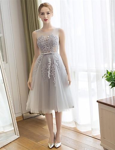 A-line Schaufel Hals Tee Länge Spitze Tüll Brautjungfer Kleid mit Applikationen