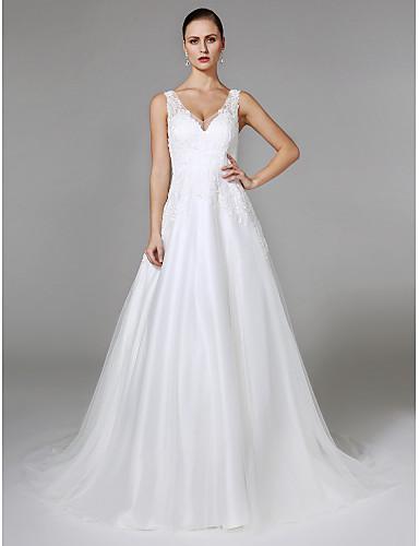 גזרת A צווארון וי שובל כנסייה (צ'אפל) טול שמלת חתונה עם אפליקציות כפתור על ידי LAN TING BRIDE®