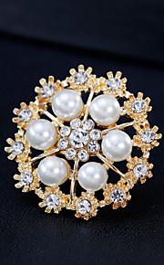 Femme Broche Strass Perle Alliage Forme Géométrique Or Argent simple Mode Européen Bijoux Mariage Quotidien Bijoux de fantaisie
