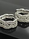 Cercei Eleganți Cu Ștrasuri În Formă De Diamant